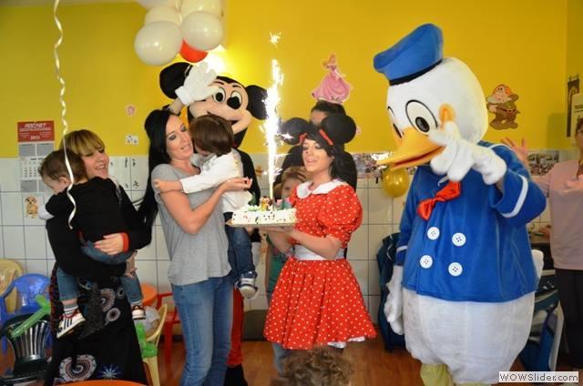 Mascote-de-la-Disneyland13
